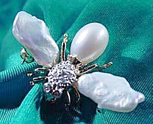 14k Y.g. Pearl & Diamond Insect Bug Pin Pendant