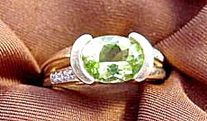 Peridot & Diamond Ring - 14K Yellow Gold - Size 6.75 (Image1)