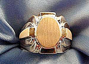 14k Yellow Gold Gents Signet Ring - Size 9