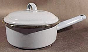 Blue Vintage Graniteware Saucepan with Lid (Image1)