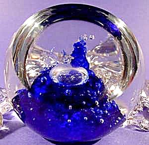 Sabina Glass Paperweight - Controlled Bubbles (Image1)