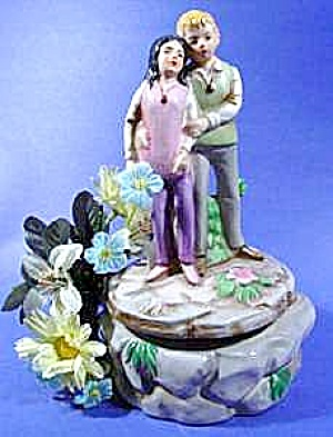 Boy and Girl Music Box - Noel Christmas Song (Image1)