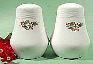Christmas Salt & Pepper Shaker Set - Holly Decoration