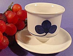 Porcelain Egg Cup - Attached Underplate - Clover Design (Image1)