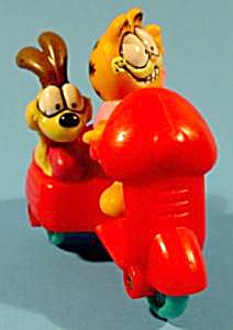 Garfield And Odie On Motor Scooter - Mcd's. - Np