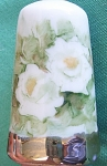 Click here to enlarge image and see more about item THMBL12: Thimble White Roses