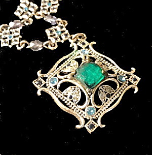 Vintage Avon Nancy & Rise Signed Green Pendant Necklace