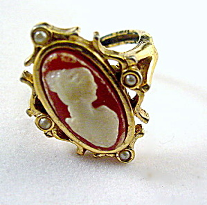 Lovely Avon Faux Cameo Ladies Ring (Image1)