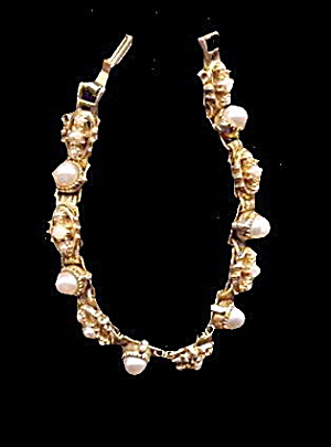 "Vintage 7"" Goldtone with Faux Pearls Bracelet (Image1)"
