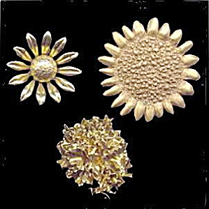 3 Vintage Goldtone Flower (Sunflower, etc) Brooches (Image1)