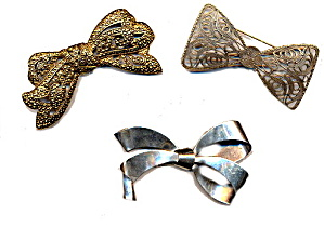 3 Large Ribbon Goldtone & Silvertone Brooches (Image1)