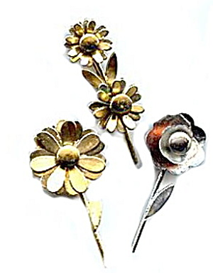 3 Vintage Flower Pins including Coro (Image1)