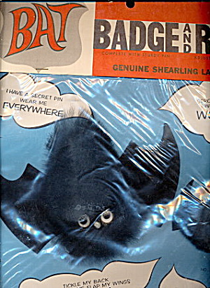 1950s Bat Badge & Ring Spooky Set Mint in Pkg (Image1)
