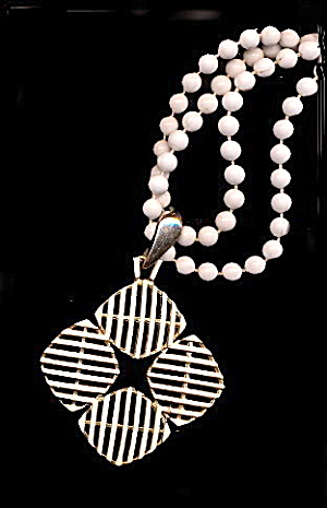 Lovely White Bead with Floral White Pendant Necklace (Image1)