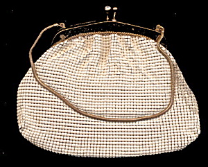 1920s Cream Mesh & Goldtone Purse or Hand Bag (Image1)