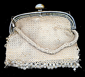 Early 1900s Cream Heavy Glass Bead Hand Bag (Image1)