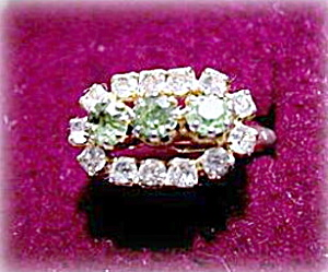 Lovely Vintage Green & White Stone Ladies Ring (Image1)