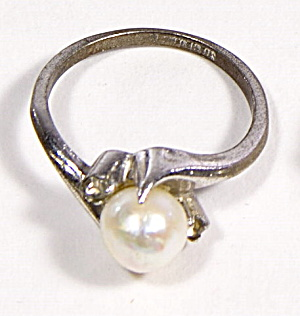 Early .925 Sterling Silver Faux Pearl Design Ring