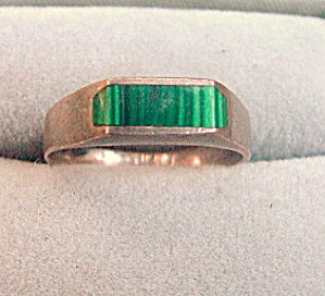 Sterling Silver & Green Stone.925 Ring (Image1)