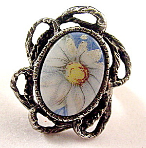 Vintage Porcelain Daisy/Flower Inset Ladies Ring (Image1)