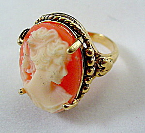 Lovely Vintage Faux Cameo 14 HGE Ladies Ring (Image1)