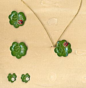 Lovely 1950s Metal Lilypad w Ladybug Jewelry Set (Image1)