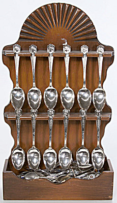 16 William Rogers Presidential Spoons with Holder (Image1)