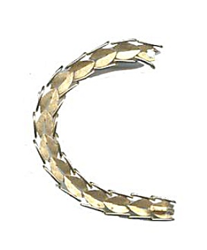 Lovely Vintage Trifari Leaf Design Bracelet (Image1)