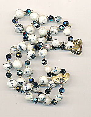 Gorgeous Trifari White & Blue Glass Bead Bracelet (Image1)