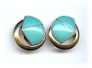 Lovely Vintage Trifari Blue & Goldtone Earrings (Image1)