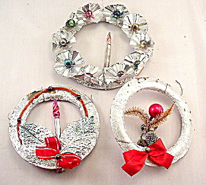 3 1920s Tin Foil with Glass Beads Christmas Wreaths (Image1)