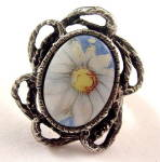 Vintage Porcelain Daisy/Flower Inset Ladies Ring