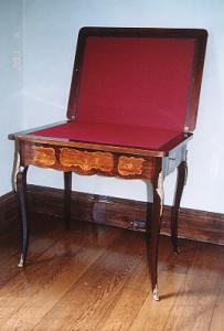 French Games Table (Image1)