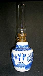 Blue Willow Ceramic Kerosene Lamp (Image1)