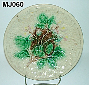 "8 1/4"" Majolica Blackberry & Basketweave Plate (Image1)"