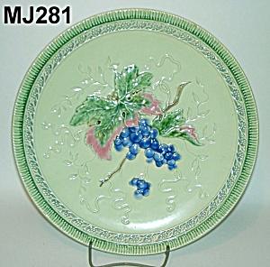 "11 3/4"" Majolica ""Grapes"" Plate (Image1)"