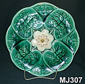 """8 3/4"""" Majolica """"Water Lilly"""" Plate (Image1)"""