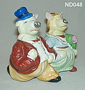 "Pig ""Bride and Groom"" S&P Shaker Nodders (Image1)"