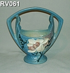 "Click here to enlarge image and see more about item RV061: Roseville ""Magnolia"" 7"" Basket"