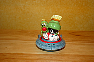 MARVIN & K-NINE IN SPACESHIP SALT & PEPPER (Image1)