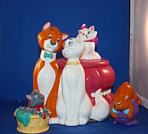 ARISTOCATS COOKIE JAR AND SALT & PEPPER (Image1)