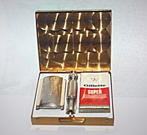1960'sTRAVEL RAZOR KIT  MADE BY GILLETTE. (Image1)