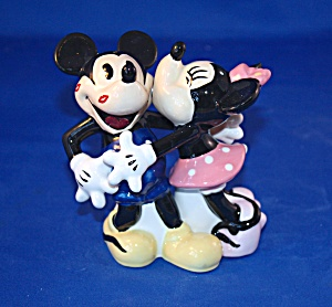 MICKEY & MINNIE RETRO SALT & PEPPER (Image1)