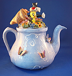 SLYVESTER AND TWEETY EGGLISTON TEAPOT LE (Image1)
