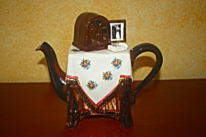 Vintage Table With Old Time Radio Teapot