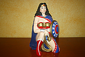 WONDER WOMAN LIMITED EDITION COOKIE JAR (Image1)