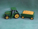 Click here to enlarge image and see more about item 6033: JOHN DEERE TRACKER & WAGON SALT & PEPPER