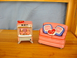 Click here to enlarge image and see more about item 803: LUCY SOFA & TV SALT & PEPPER
