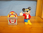 Click here to enlarge image and see more about item DS1003: MICKEY AND JUKE BOX  SALT & PEPPER