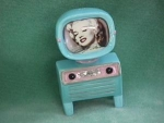Click here to enlarge image and see more about item MS&P014: MARILYN MONROE TV SALT& PEPPER SET